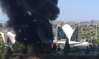 Thủy cung lớn nhất châu Âu bốc cháy, hàng nghìn người phải sơ tán