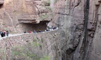 Đường hầm cheo leo ngoằn nghoèo nhất Trung Quốc
