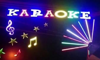 Bí tiền, bán bạn gái cho quán karaoke