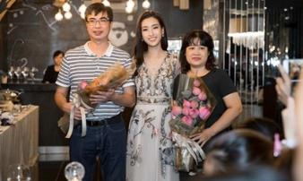 """Sau loạt lùm xùm, Hoa hậu Đỗ Mỹ Linh """"ghi điểm"""" khi cùng mẹ đăng ký hiến tạng"""