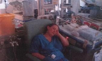 Thiếu tập trung khi làm việc, nhân viên y tế gây ra cái chết thảm thương cho các bé