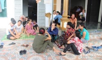 7 ngư dân Nghệ An chìm trên biển: Người thân cầu mong phép màu