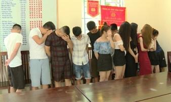 6 thiếu nữ đang thác loạn cùng 14 thanh niên trong Karaoke Max Club