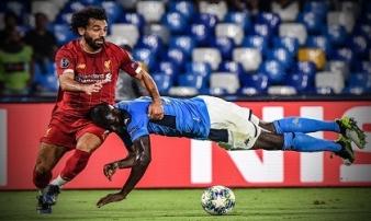 Van Dijk mắc lỗi, ĐKVĐ Liverpool thua sốc ngày ra quân trước Napoli