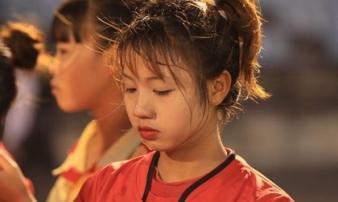 Cư dân mạng phát sốt với nữ cầu thủ hot girl của đội tuyển U19 Việt Nam, đã xinh lại còn đá bóng giỏi