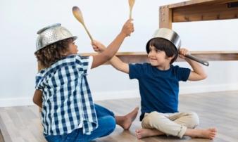 Con trẻ đánh nhau đừng quát mắng, đây mới là cách xử trí khôn ngoan của người mẹ thông thái