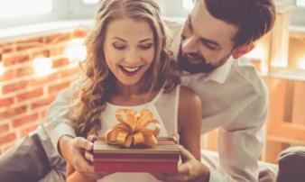 Ngày Tết nếu đàn ông tặng quà càng sang trọng cho vợ thì càng thành công trong sự nghiệp