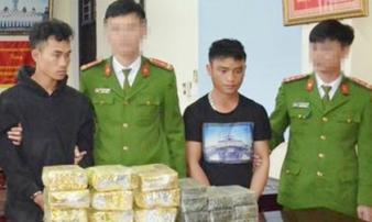 Bắt 2 đối tượng vận chuyển 20 bánh heroin và 12kg ma túy đá ở biên giới Nghệ An