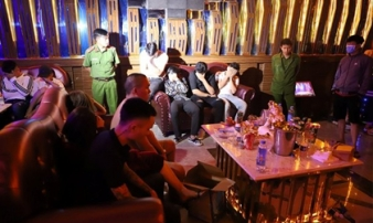 Bắt quả tang 26 'nam thanh nữ tú' sử dụng ma túy trong quán Karaoke ở Đắk Nông