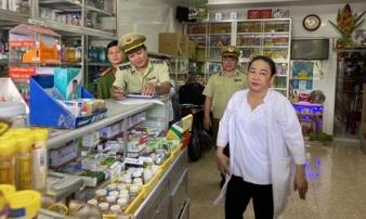 Tiếp tục có 52 quầy thuốc bán khẩu trang giá 'chặt chém' bị phạt
