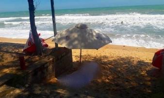 Du khách nước ngoài đang đi dạo biển thì ngã xuống tử vong