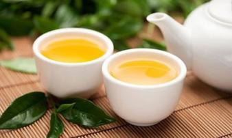 Sai lầm khi uống trà khiến bạn rước độc vào người, bủn rủn chân tay vì say trà