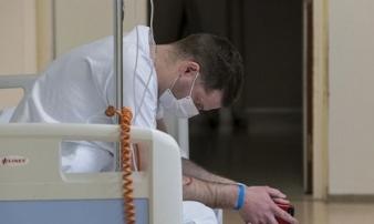Thảm cảnh của các y bác sĩ tuyến đầu chống dịch Covid-19 ở Pháp: 'Mỗi buổi sáng thức dậy, tôi đều bật khóc nức nở, kể cả trong lúc ăn'