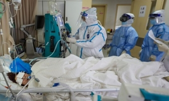 Chuyên gia y tế: Người trẻ tuổi có khả năng tái nhiễm Covid-19 cao hơn