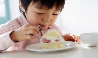 Chuyên gia cảnh báo 4 thực phẩm khiến bé càng ăn càng giảm trí thông minh