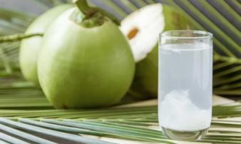 Sai lầm khi uống nước dừa dễ ngộ độc, thậm chí gây đột quỵ
