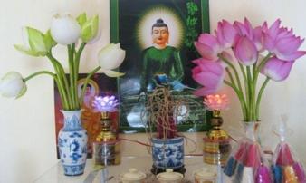 Đặt 4 loại hoa này lên bàn thờ, tài lộc chiếu rọi 3 đời, tiền tự chui vào túi