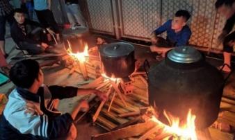 Ấm lòng tình 'đồng bào' trong cơn lũ ở miền Trung