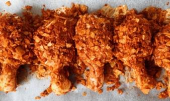 Làm gà rán giòn rụm như ngoài hàng bằng một gói bim bim, bé nào cũng thích