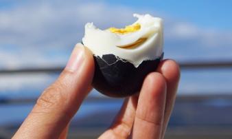 Thực hư loại trứng gà đen như than 'ăn 1 quả thọ thêm 7 năm' đang gây 'sốt'