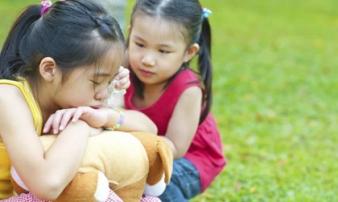 Trước khi trẻ được 8 tuổi, có 4 điều bố mẹ không nên ép con làm, càng áp đặt càng phản tác dụng