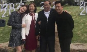 Khung hình hiếm hoi Trường Giang cùng bố mẹ vợ đi chơi tại quê nhà