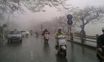 Bắc Bộ sáng có sương mù và mưa vài nơi, ô nhiễm không khí tại Hà Nội ở mức báo động