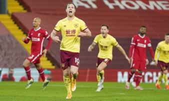 Liverpool thua sốc trên chấm phạt đền, 'tí hon' Burnley lập kỳ tích