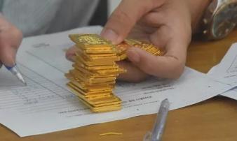 Giá vàng hôm nay 18-2: Tiếp tục giảm sâu, các quỹ đầu tư bán 39,5 tấn vàng