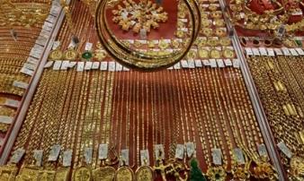 Giá vàng hôm nay 25-2: Tăng giảm chớp nhoáng, các quỹ đầu tư bán 6,05 tấn vàng