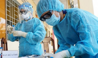 Người phụ nữ tái dương tính SARS-CoV-2 sau 2 ngày ra viện
