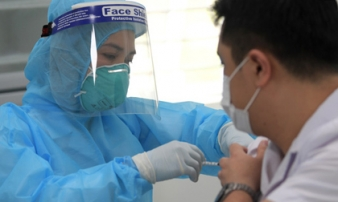 Trong ngày đầu, đã có 377 người được tiêm vaccine phòng Covid-19, chưa ghi nhận phản ứng sau tiêm