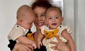 Loạt ảnh hai bé song sinh nhà Hà Hồ diện đồ đôi cực đáng yêu bên cạnh bà ngoại gây sốt