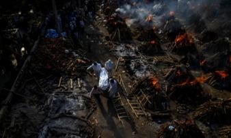 Chuyên gia hé lộ sự thật tăm tối của 'địa ngục Covid' Ấn Độ: Số người chết thực tế phải gấp 10 lần, chiếm 80% ca tử vong của thế giới vào lúc này