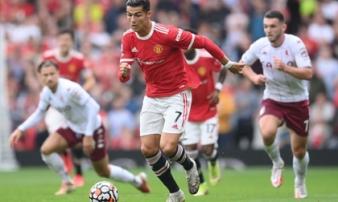 Ronaldo bị 'cướp trên tay', Man United thua đớn đau ngay trên Old Trafford