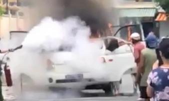 Xe chở phạm nhân ở TP HCM đang chạy thì phát hỏa kèm tiếng nổ
