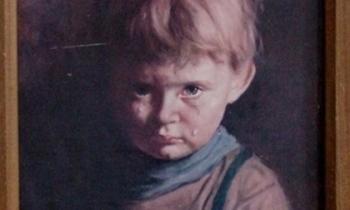 Vì sao bức tranh mang tên 'Cậu bé khóc' khiến tất cả mọi vật bị thiêu rụi, trừ chính nó?