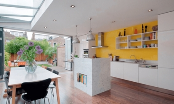 Dịu vợi sắc hè bằng màu sơn hiền trong gian bếp