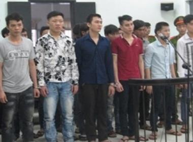 Gạt nước mắt tiễn hai con trai vào tù vì một phút bồng bột