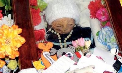 Câu chuyện bí ẩn về thi hài em bé tự bật nắp quan tài sau 7 năm chôn cất