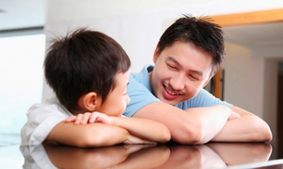 Ông bố Việt với bài học dạy con cực hay khiến nghìn người hâm mộ, chia sẻ khắp nơi