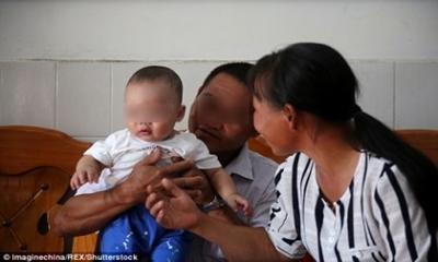 Bé trai 5 tháng tuổi đẹp như thiên thần bị bắt cóc và ai cũng sốc khi biết sự thật về hung thủ