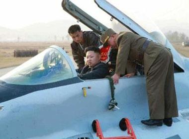 Kim Jong-un đích thân lên chiến đấu cơ huấn luyện bay