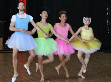 Thuy Thủy cùng nhóm vũ công