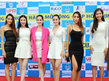 Toàn cảnh dàn sao hội tụ cổ vũ bóng đá tại Hà Nội