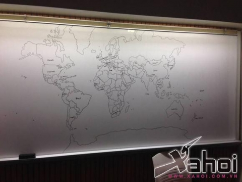 cậu bé mắc bện tự kỷ vẽ bản đồ