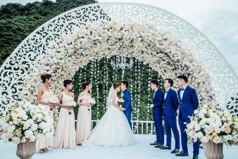 Đám cưới Hương Giang Idol 8
