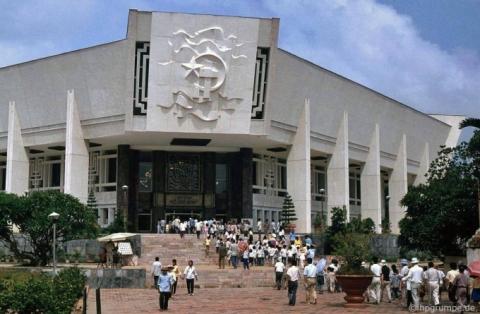 Bảo tàng Hồ Chí Minh.