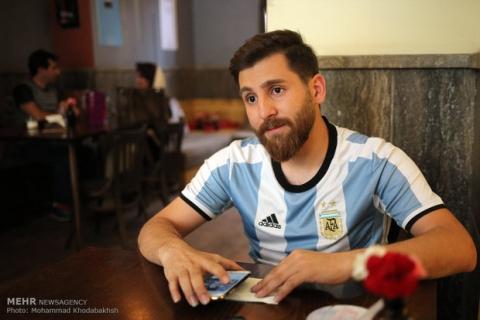 Xuất hiện bản sao giống hệt Messi từ râu đến tóc - Ảnh 2.