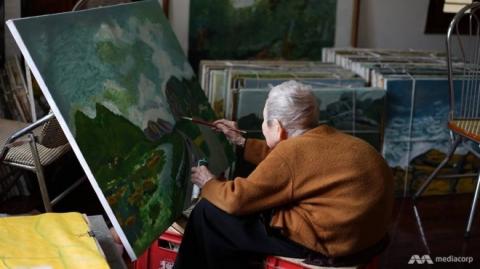 Cụ Thi đã vẽ hơn 2.000 bức tranh và viết hơn 50 quyển sách cùng nhật ký. Ảnh: Mediacorp.